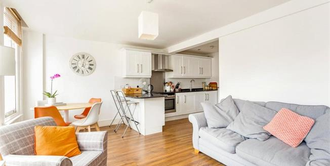 Asking Price £400,000, 2 Bedroom Flat For Sale in N10