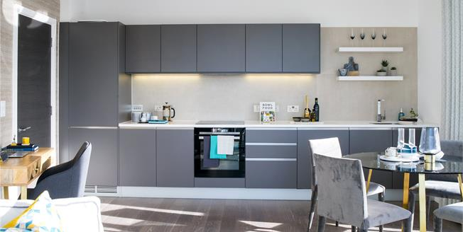 Asking Price £530,000, 1 Bedroom Flat For Sale in W10