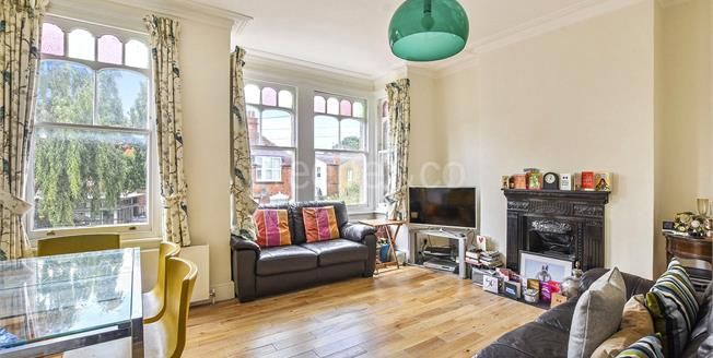 Asking Price £399,950, 2 Bedroom Flat For Sale in NW10