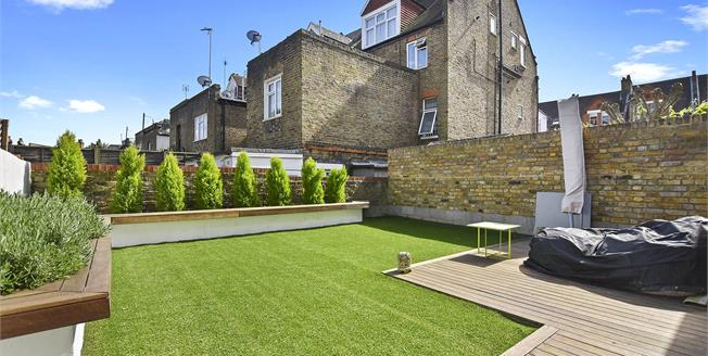 Guide Price £875,000, 3 Bedroom Flat For Sale in NW6