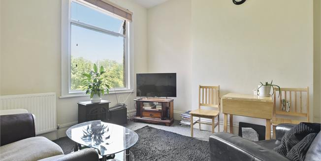 Asking Price £359,000, 1 Bedroom Flat For Sale in NW2