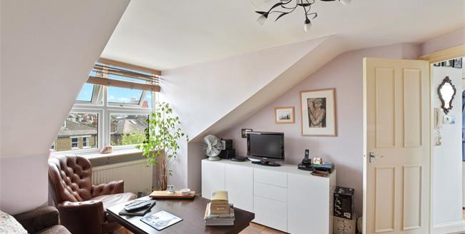 Asking Price £375,000, 1 Bedroom Flat For Sale in NW2