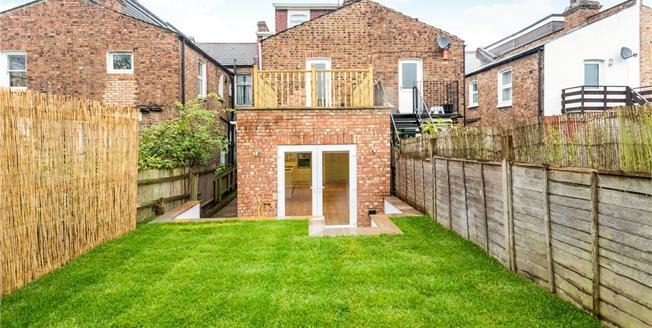 Asking Price £475,000, 2 Bedroom Flat For Sale in N2