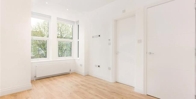 Asking Price £525,000, 3 Bedroom Flat For Sale in N2