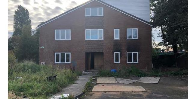 Guide Price £225,000, 8 Bedroom Detached House For Sale in L6