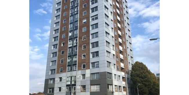 Guide Price £90,000, 3 Bedroom Flat For Sale in L3