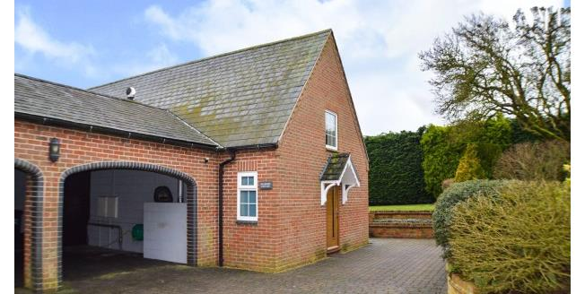 £1,000 per Calendar Month, 2 Bedroom Detached House To Rent in Northampton, NN6
