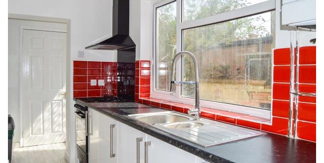 £875 per Calendar Month, 3 Bedroom Terraced House To Rent in Northampton, NN1