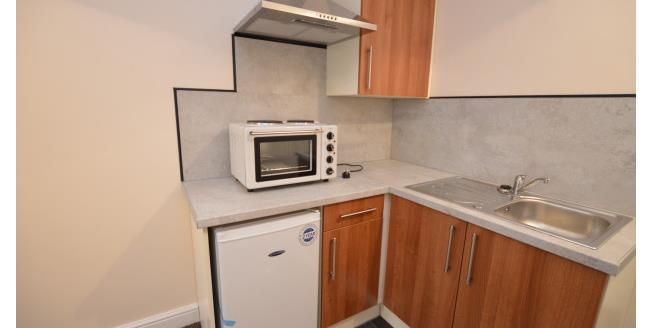 £412 per Calendar Month, 1 Bedroom Flat To Rent in Castleford, WF10
