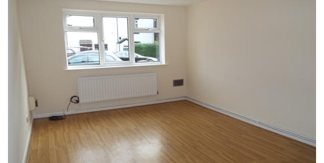 £450 per Calendar Month, 2 Bedroom Flat To Rent in Manchester, M28