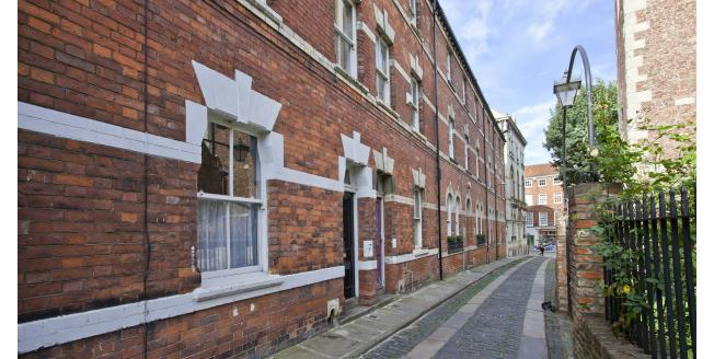 £1,250 per Calendar Month, 3 Bedroom Terraced House To Rent in York, YO1