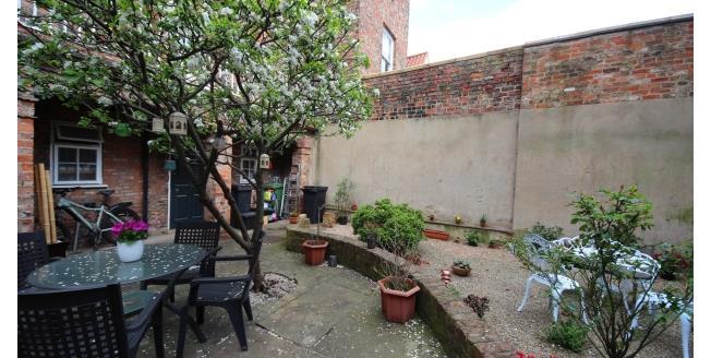 £550 per Calendar Month, 1 Bedroom Flat To Rent in York, YO1