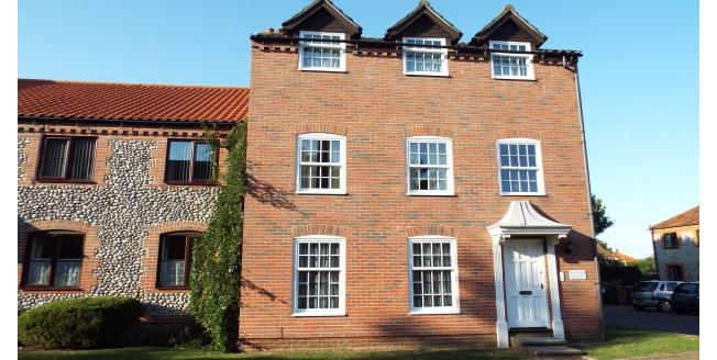£550 per Calendar Month, 2 Bedroom Ground Flat Apartment To Rent in Cromer, NR27