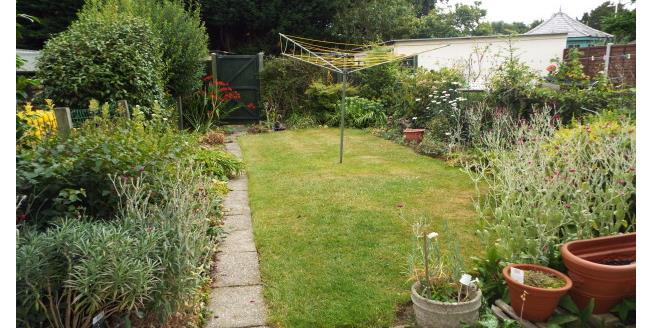 £950 per Calendar Month, 2 Bedroom Flat To Rent in Billericay, CM12