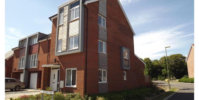 £1,250 per Calendar Month, 3 Bedroom Link Detached House To Rent in Basingstoke, RG24
