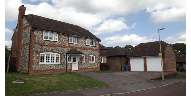 £2,000 per Calendar Month, 4 Bedroom Detached House To Rent in Hook, RG27