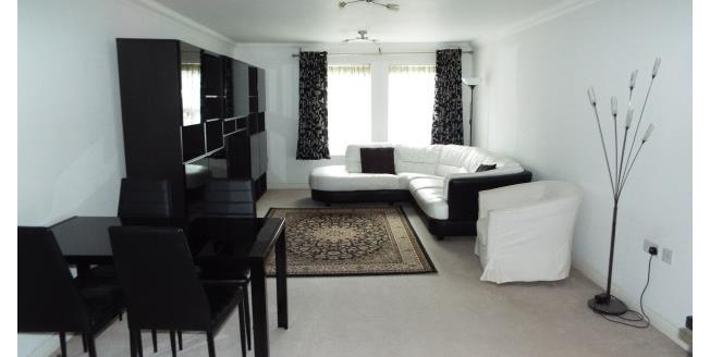 £1,200 per Calendar Month, 2 Bedroom Flat To Rent in Woking, GU22