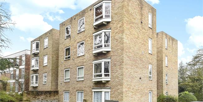 Guide Price £438,000, 2 Bedroom Flat For Sale in Beckenham, BR3