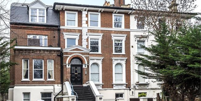 Asking Price £550,000, 2 Bedroom Flat For Sale in BR3