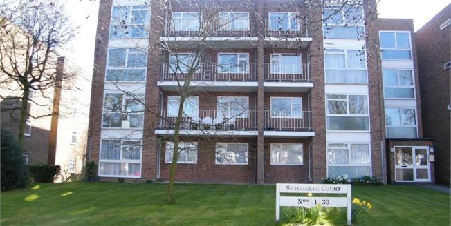 Asking Price £410,000, 2 Bedroom Flat For Sale in Beckenham, BR3