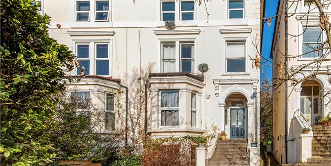 Offers in excess of £300,000, 2 Bedroom Flat For Sale in SE20