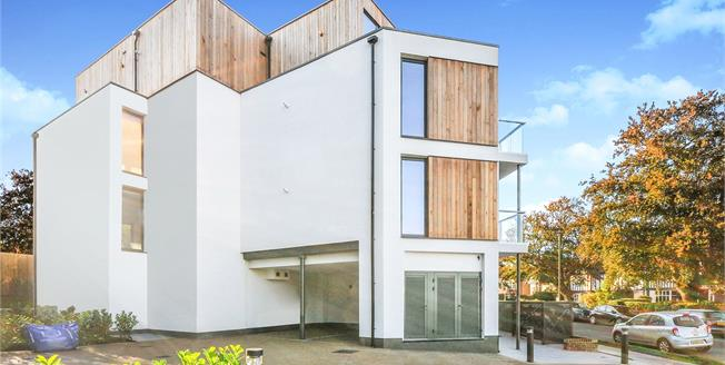 Asking Price £575,000, 2 Bedroom Flat For Sale in Kent, BR3