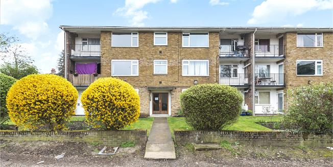 Asking Price £325,000, 3 Bedroom Flat For Sale in Beckenham, BR3