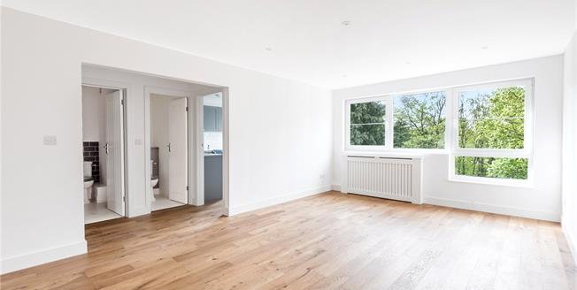 Offers in excess of £350,000, 2 Bedroom Flat For Sale in Beckenham, BR3