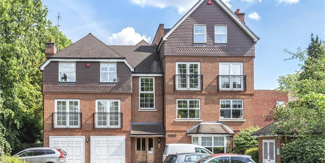 Asking Price £495,000, 3 Bedroom Flat For Sale in Beckenham, BR3