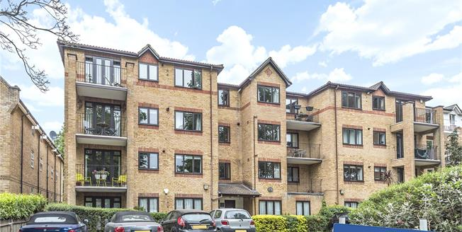Asking Price £375,000, 2 Bedroom Flat For Sale in Beckenham, BR3