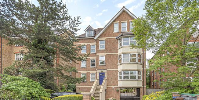 Asking Price £395,000, 2 Bedroom Flat For Sale in BR3