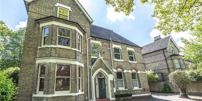 Offers in excess of £525,000, 3 Bedroom Flat For Sale in Beckenham, BR3