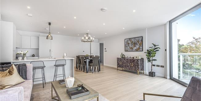 Asking Price £545,000, 2 Bedroom Flat For Sale in Kent, BR3