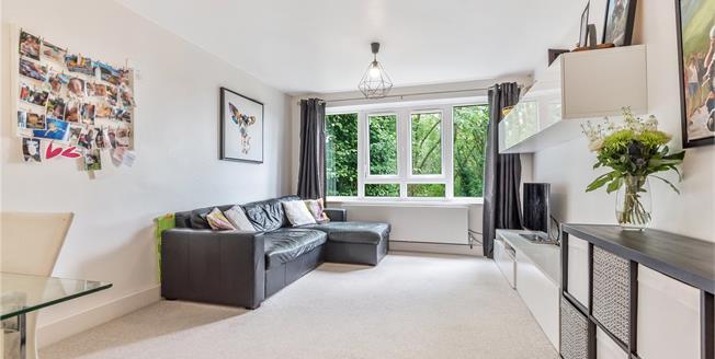 £350,000, 2 Bedroom Flat For Sale in Beckenham, BR3