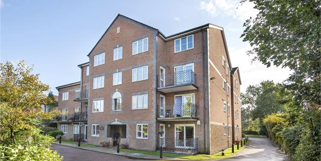 Asking Price £400,000, 2 Bedroom Flat For Sale in Beckenham, BR3