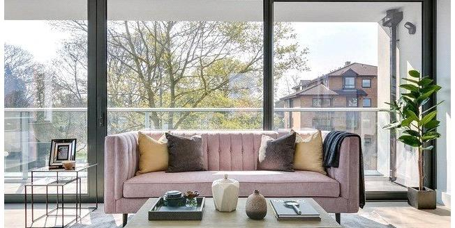 Asking Price £540,000, 2 Bedroom Flat For Sale in Kent, BR3