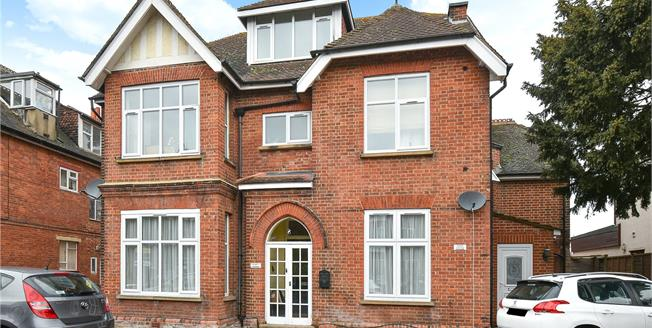 Guide Price £325,000, 2 Bedroom Flat For Sale in BR1