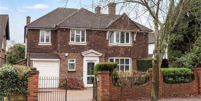 Guide Price £999,000, 4 Bedroom Detached House For Sale in Bromley, BR2