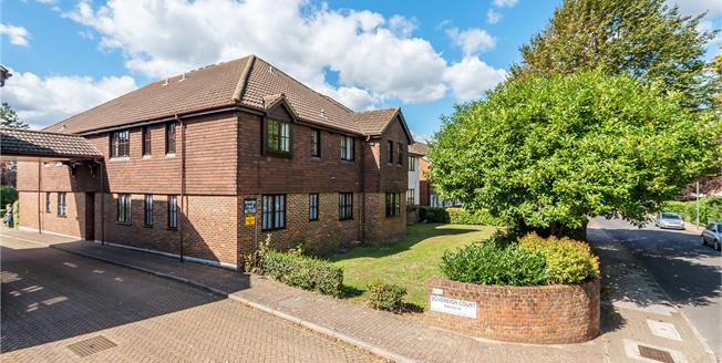 £200,000, 2 Bedroom Retirement For Sale in Bromley, BR2