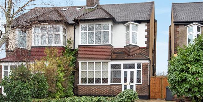 £625,000, 3 Bedroom Semi Detached House For Sale in Bromley, BR1