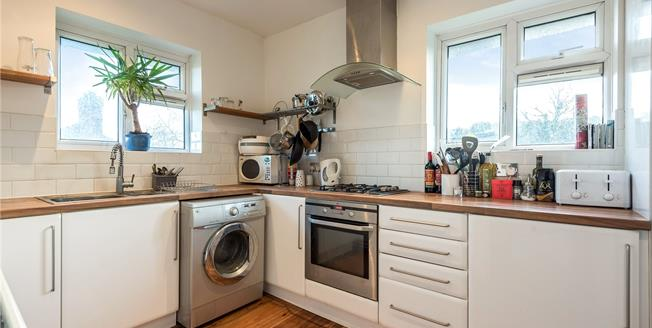 Guide Price £325,000, 3 Bedroom Flat For Sale in Bromley, BR2