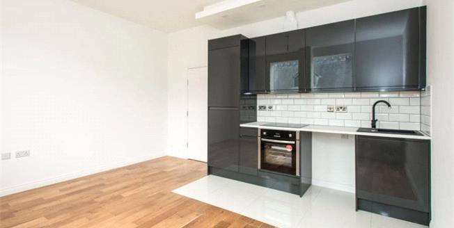 £275,000, 1 Bedroom Flat For Sale in Bromley, BR1