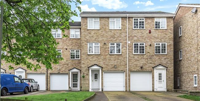 Guide Price £485,000, 4 Bedroom Terraced House For Sale in Bromley, BR1