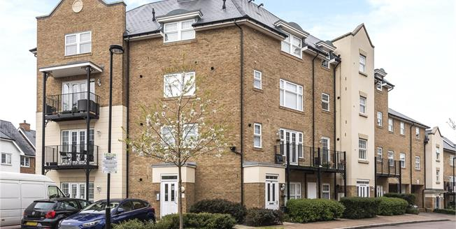 £285,000, 1 Bedroom Flat For Sale in Bromley, BR2