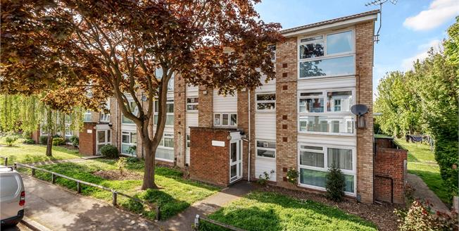 Asking Price £275,000, 2 Bedroom Flat For Sale in Bromley, BR1