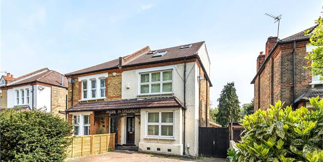 £775,000, 5 Bedroom Semi Detached House For Sale in Bromley, BR2