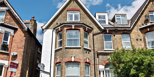 Asking Price £385,000, 2 Bedroom Flat For Sale in BR1