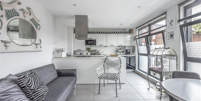 Guide Price £290,000, 1 Bedroom Flat For Sale in Bromley, BR1