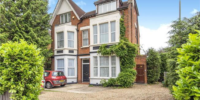 £380,000, 2 Bedroom Flat For Sale in Bromley, BR1