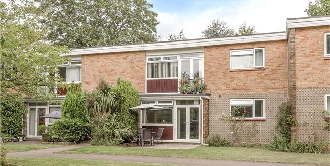 Guide Price £340,000, 2 Bedroom Flat For Sale in Bromley, BR1